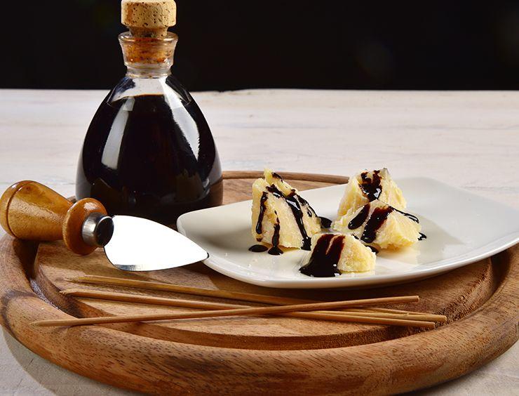 Parmigiano Reggiano con Aceto Balsamico Tradizionale di Modena
